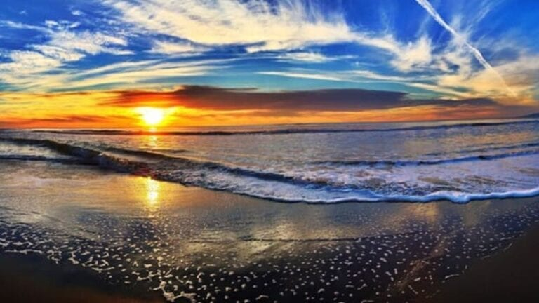 Morning sunrise over the ocean waves